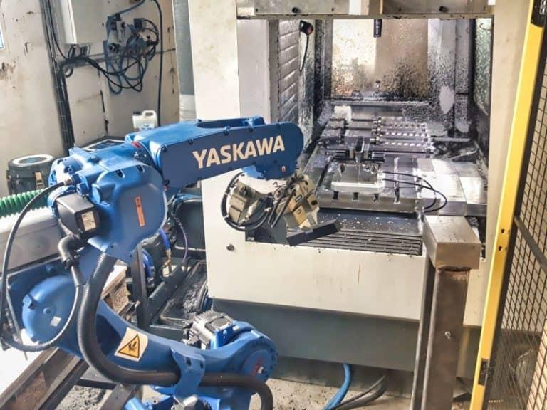 Prise de pièce cellule robotisée Yaskawa-GP12